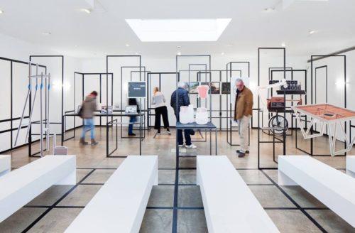 Die Ausstellung Beschreibt Design Als Eine Vielfältige Disziplin. Sie  Analysiert Die Verbindung Zwischen Den Haltungen Von Designer_innen Und Den  Arbeiten, ...